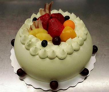 Custom Cakes12