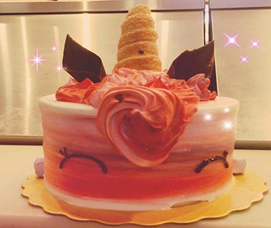 Custom Cakes9